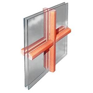 Kruisverdeling geplakt op het glas voor PVC ramen